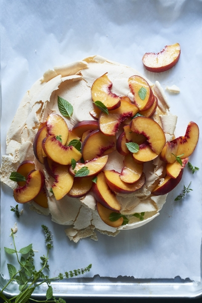 peach slices on meringue pavolva